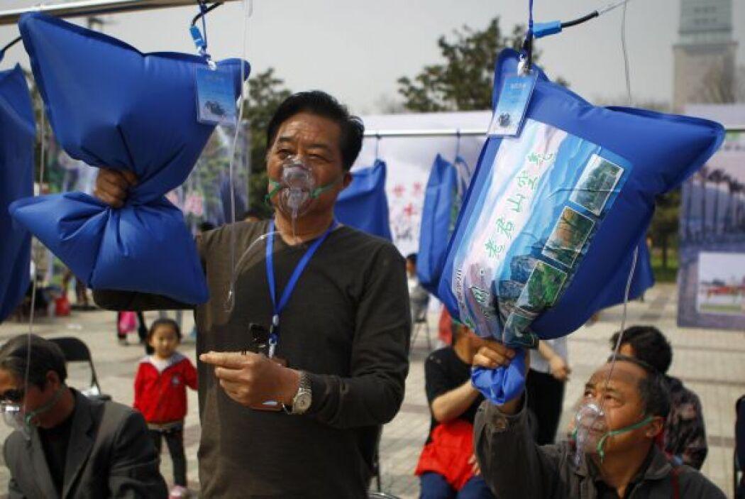 La gente de la localidad se apresuraba a recibir una dosis de aire de la...