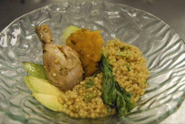 Pollo con arroz es un plato que no falta en la mesa boricua. El chef Raú...