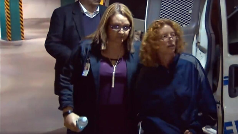 Tonya Couch llega a una cárcel en Fort Worth, Texas