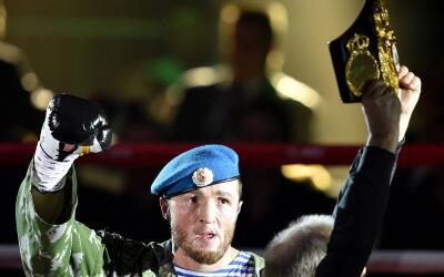 Denis Lebedev porta ahora los tùtulo crucero AMB y FIB.