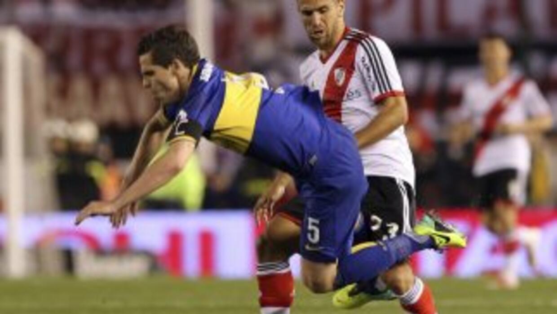 El primer superclásico del fútbol argentino entre Boca y River terminó 1...