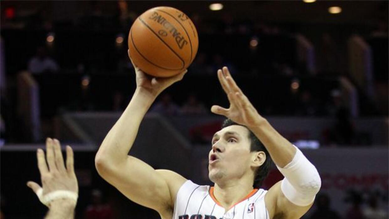 Tuvo una gran carrera en el baloncesto profesional de la NBA, jugando en...