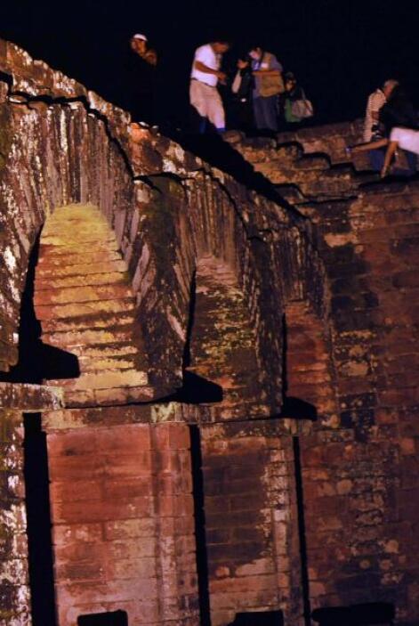 También se observan las reducciones jesuíticas, que son las ruinas de lo...