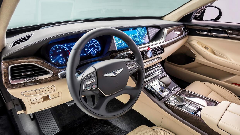 El tablero de controles e instrumentos del Genesis G90 2017 luce muy aleman