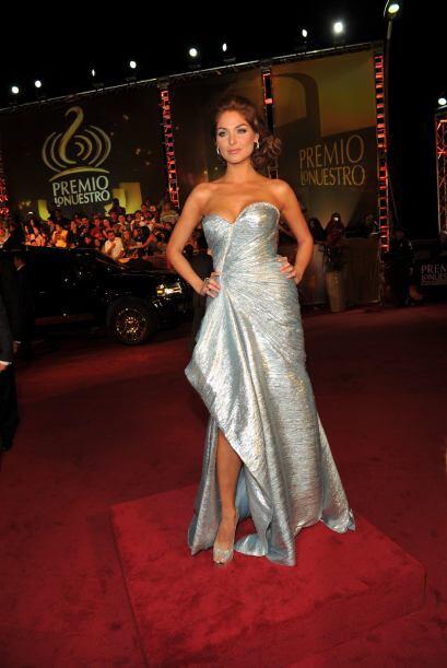 1. Blanca Soto demostró que su gusto por vestir es un verdadero Talismán...