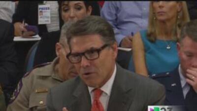 Niños inmigrantes deben ser deportados, dice el Gobernador Rick Perry