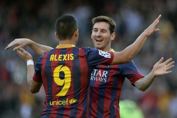 Messi no dejó de agradecer a Alexis Sánchez por la asistencia.