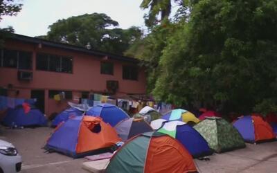 Cubanos migrantes varados en Panamá esperan que Trump restaure la ley de...