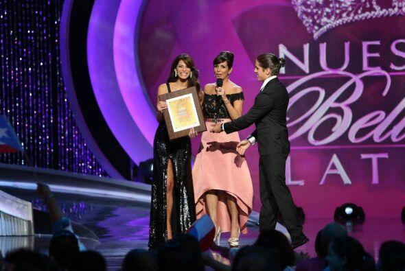 La Miss Universe Puerto Rico demostró su talento para cantar en la semif...