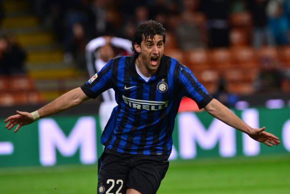 Pero antes de que terminara el primer tiempo, el goleador Diego Milito i...