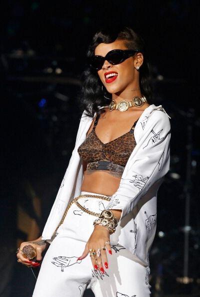 Rihanna no es una chica con grandes atributos ¡pero sí con idea alucinan...