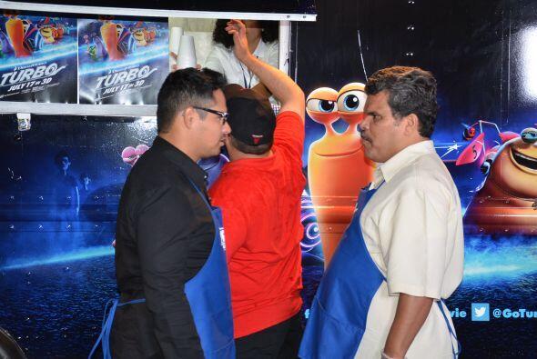Dos talentos hispanos en una divertida competencia de tacos.