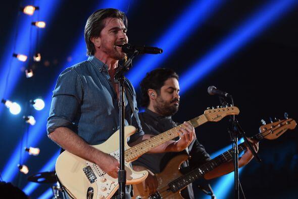 Juanes cantó en español el tema 'Juntos'.