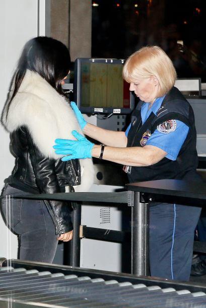 Para esto una oficial de seguridad se puso en acción.