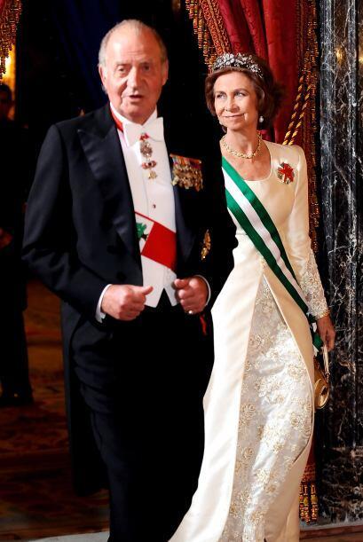 Juan Carlos y su esposa asisten en 2009 a una cena de gala en honor al p...