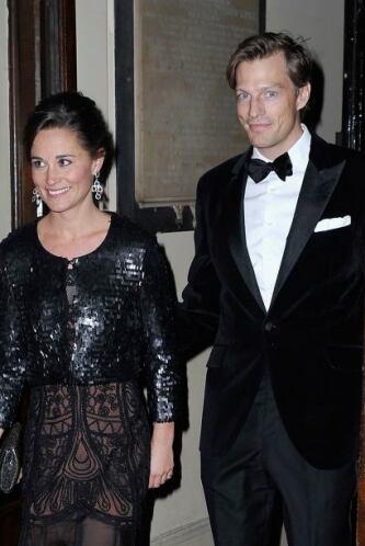 El vestido estaba acompañado de una torera de lentejuelas.