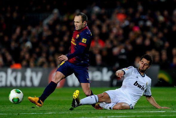 A Iniesta le costó entrar en juego en la primera parte.