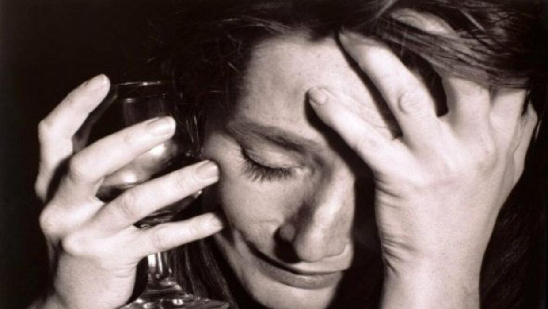 Las víctimas de la adicción terminan sumergidas en el vicio y solo viven...