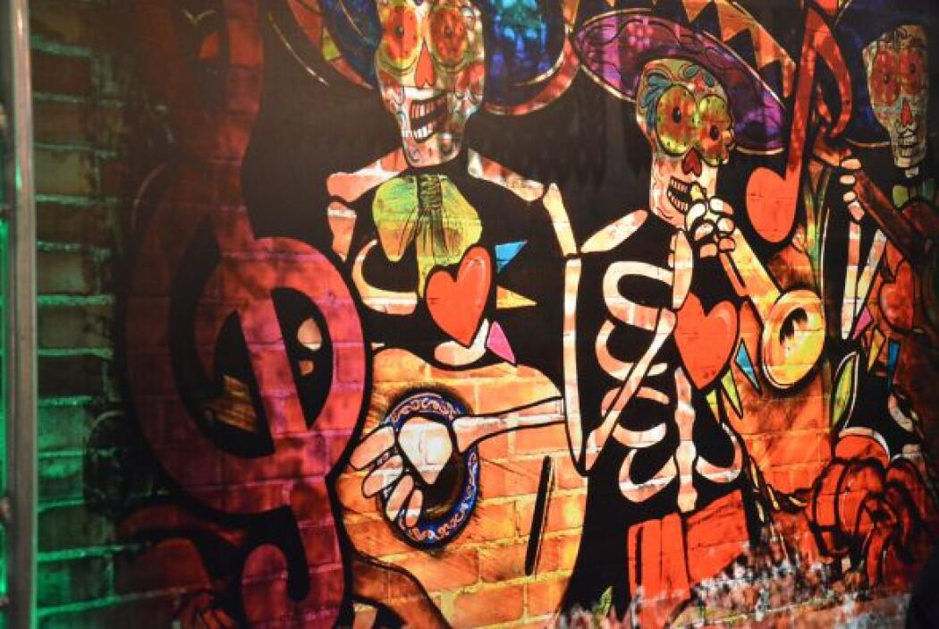 La celebración del día de muertos no podía faltar en estos murales, pues...