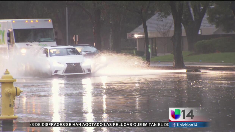 Inundaciones obligan al cierre de varias calles en San José