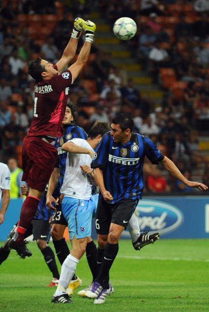 El conjunto de Milan recibió al Trabzonspor turco.