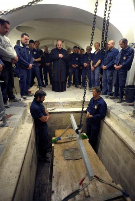 Para después celebrarse la ceremonia de beatificación, el domingo 1 de m...
