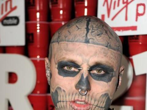 Él es Rick Genest, un canadiense que decidió tatauarse tod...
