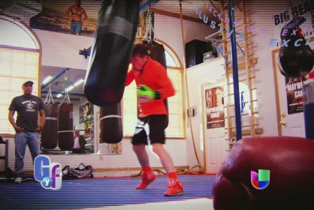 El boxeador está entrenando muy duro para su próxima pelea con Floyd May...