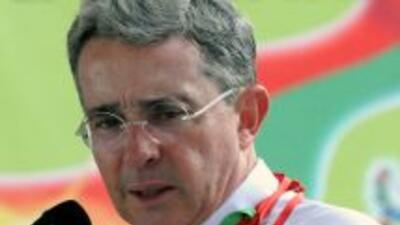 El ex presidente de Colombia, Alvaro Uribe, es criticado por el líder cu...