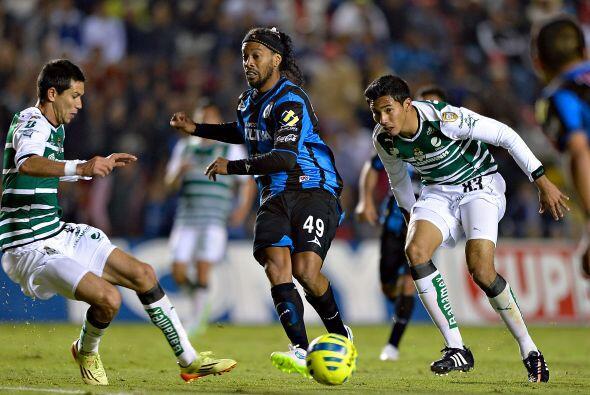 Empatado en el tercer puesto con Quintero tenemos a Ronaldinho, el delan...