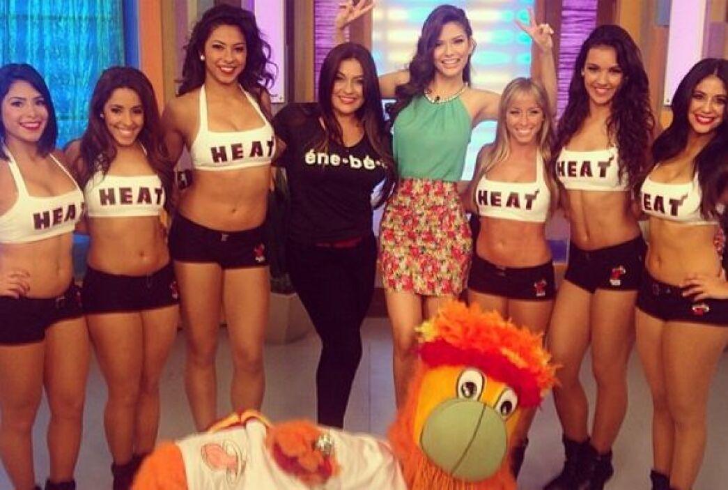 """""""Excelente visita hoy en @DespiertaAmericaTv Las bailarinas de los @Miam..."""