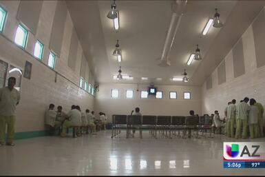 Jóvenes latinos en la cárcel