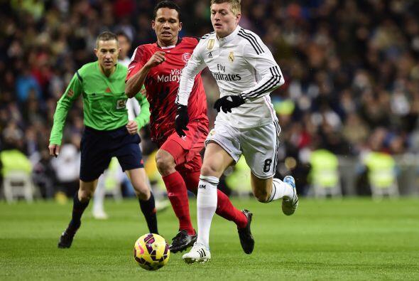 El Sevilla intentaba reaccionar y controlar la pelota en mediocampo pero...