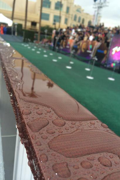 ¡La lluvia mojó la alfombra verde de los Latin GRAMMYs!