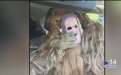 """Presentadora de televisión realiza una parodia del video de """"Mamá Chewba..."""