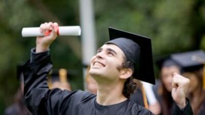 Aumentar la proporción de estudiantes hispanos que asiste y se gradúa de...