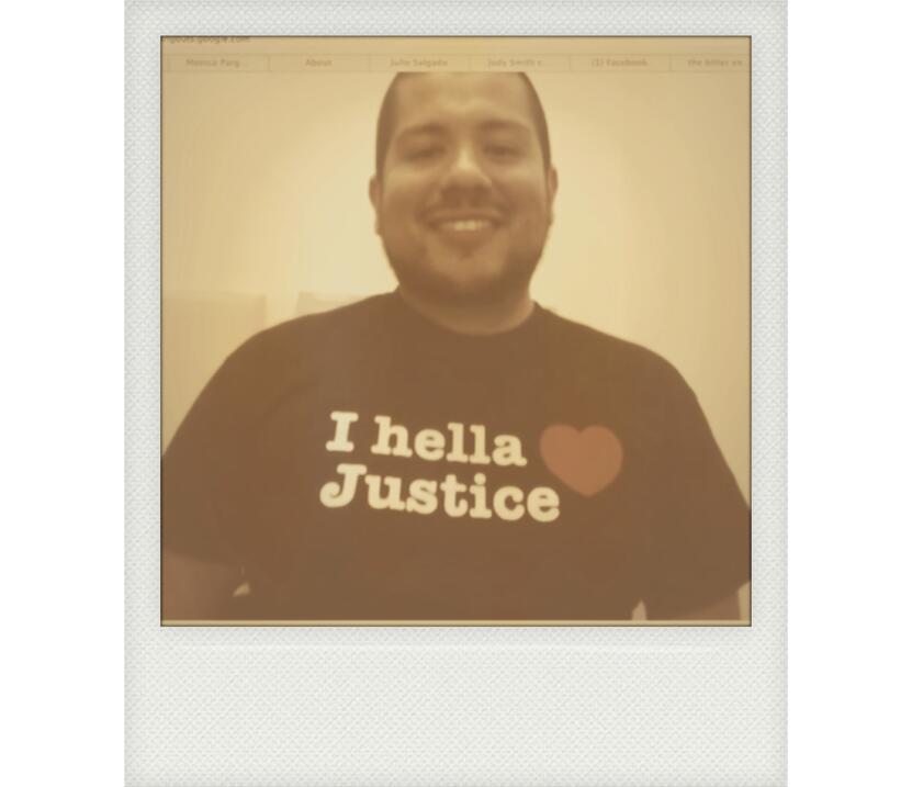Julio Salgado, activismo hasta en la camiseta.