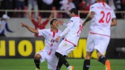 Carlos Bacca y el Sevilla sacaron buena ventaja ante Valencia.