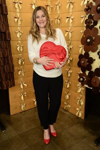 ¡A Drew Barrymore comienza a nacerle el amor por la moda! Un suave suéte...