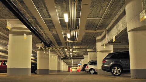 Estacionamiento bajo techo