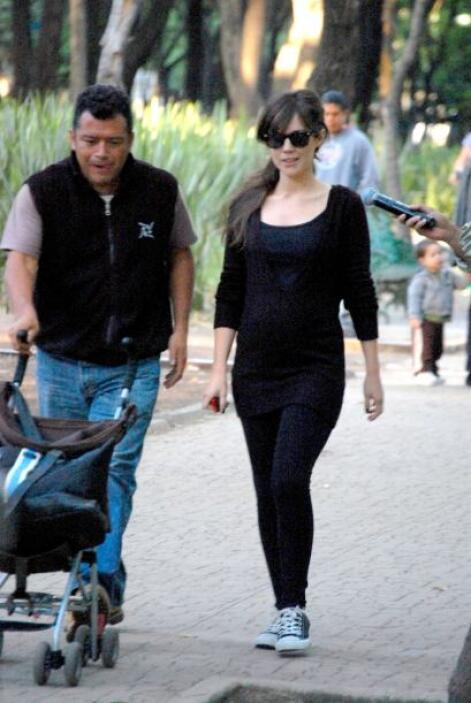 La ex esposa de Diego Luna, Camila Sodi tuvo a dos pequeños mientras est...