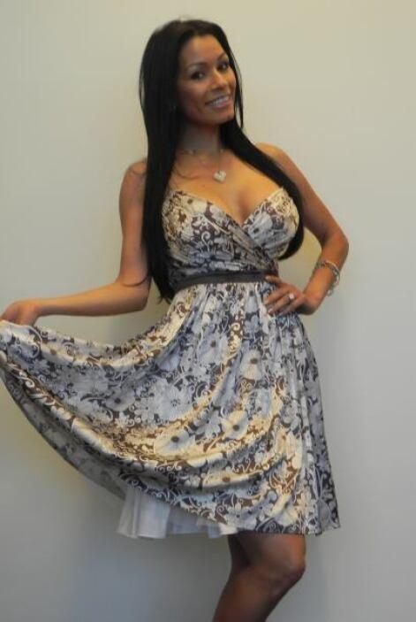 Con este vestido se ve preciosa.
