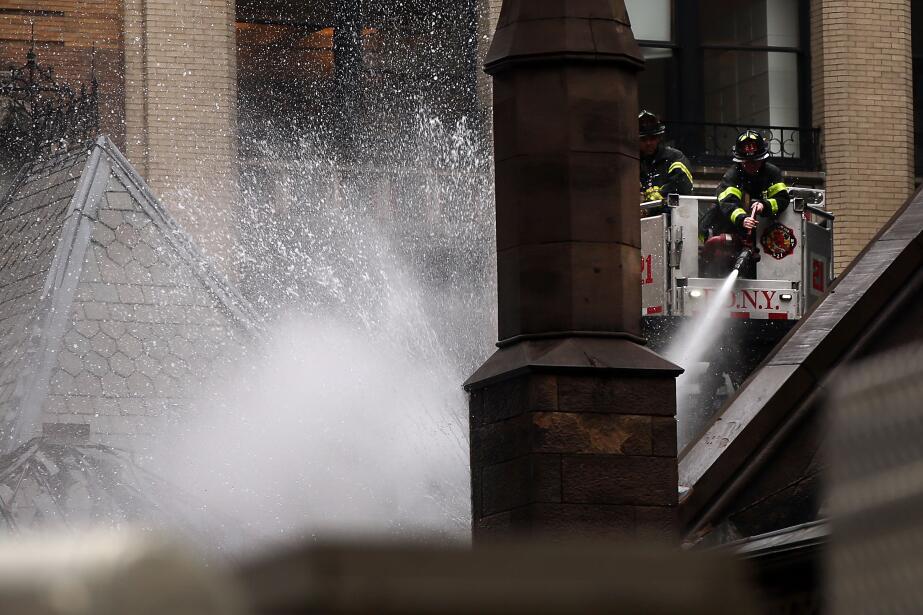 Cerca de 170 bomberos trabajaron domingo y lunes en la extinción del fuego.