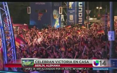 Celebran en Berlín la victoria que obtuvo su selección