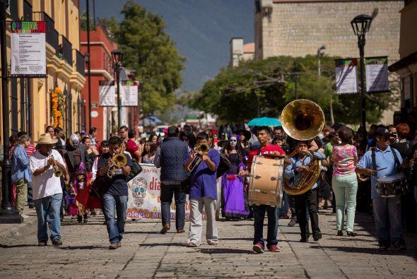 En algunos pueblos incluso hay música en las calles.