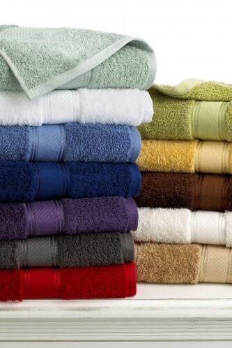 En un baño no pueden faltar las toallas y para que tu hijo se sienta en...