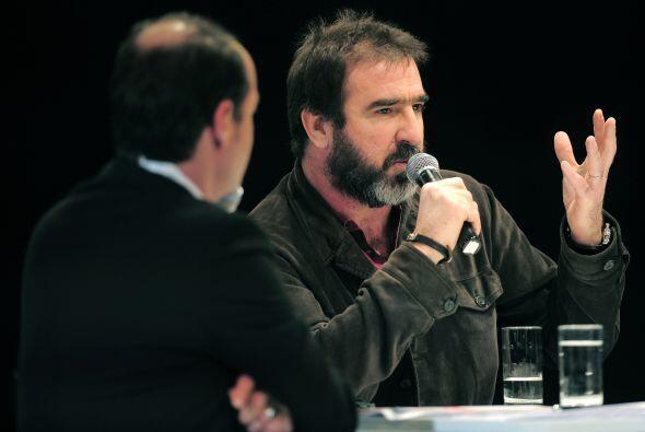 El mítico Eric Cantona, que estuvo de visita en Barcelona, ha dib...