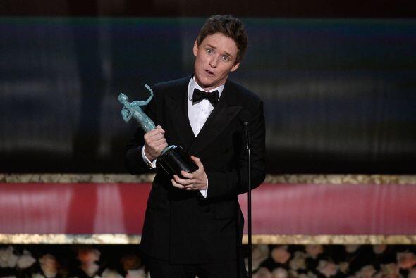 Eddie Redmayne aceptando su premio a Mejor Actor.