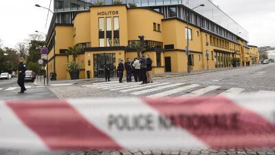 La policia revisa el Hotel Molitor Paris, donde se concentra Alemania.