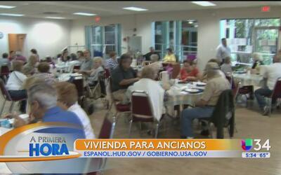 ¿Cómo pueden acceder los ancianos a vivienda asistida en Los Ángeles?